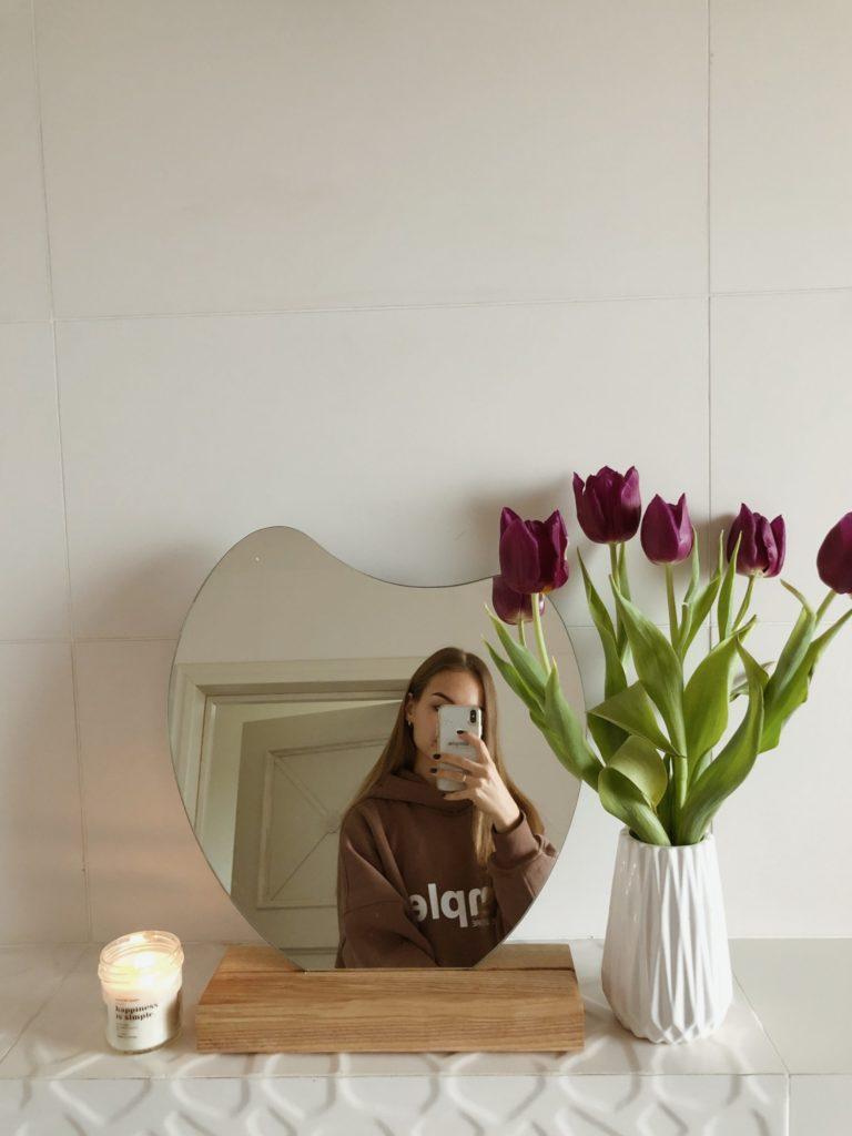зеркало на деревяеій підставці